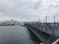 ガラタ橋名物の釣り人