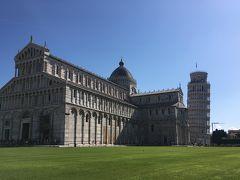 """5<ドゥオーモ広場> 「ブラボー! 」 広大で美しい芝生、壮麗な「大聖堂」、そして主人公たる「斜塔」 「カンポ・デイ・ミラコーリ(奇跡の広場)」と呼ばれるのも、納得。 「ピサのドゥオーモ広場」は、1987年に世界遺産に認定されました。 """"Bravo!"""" Vast and beautiful lawn, magnificent """"Cathedral"""" and """"Leaning Tower"""" It is also convinced that it is called """"Campo dei Miracoli"""". """"Pisa Duomo Square"""" was recognized as a World Heritage site in 1987."""