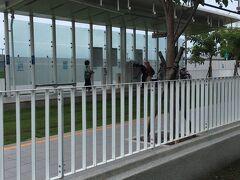 8月12日 朝  ホテルの脇は 駁二芸術特区  友人との待ち合わせまで時間があったので近所を散策。  こちらはライトレールの駅
