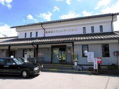 豊郷駅に着くと、さきほど予約しておいた愛荘町の愛のりタクシーに乗り換えて金剛輪寺へ向かいます。この「愛のりタクシー」は廃止された路線バスに代わり運転されているもので、事前予約制。タクシー車両で運転されますが、金剛輪寺まで400円という格安の運賃です。