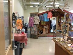 Alaskan Native の服などを販売しています。