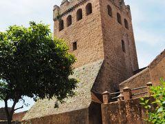 正午少し前になります。カスバに入りました。  Moulay Ali Ben Musaによって、1471年に建てられた要塞。ガイドブックには、17世紀に造られた・・・とありますけれど・・・。