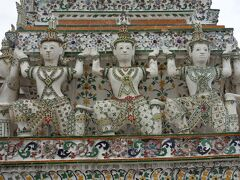 古代インドの領事詩「ラーマーヤナ」に出てくる守護神、鬼神の「ヤック」と猿神の「モック」です。