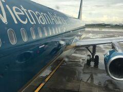 ホーチミン12時過ぎのベトナム航空でシンガポールに飛ぶ つかの間の行きのホーチミンだった