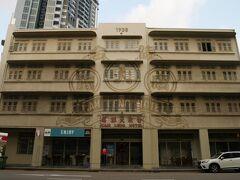 今日はここに泊まりたかった カムレンホテル 閉鎖になった1920年代のホテルを、かつてを残しながらリニューアルしたホテル この手のホテルはシンガポールに多いのかもしれない  チェックイン早々に、トラブル カードが通らない?? エッ?エッ? ビザ、マスターもろもろのカード全てダメ なんでやねん??  機械壊れてんじやないの?? 操作間違えてんじやないの?? 受付女子は事務的で全くラチがあかない