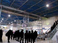 久しぶりに大阪国際空港にやってきました。ここは1階チェックインカウンター、結構大掛かりな骨組みが出来ていて驚きました。 伊丹空港の工事、着実に続いているよう。