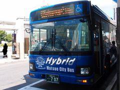 乗ってきたのはこちらの市バス、南循環の内回りです。 中には地元を題材にしたと思われる絵がいくつも展示されていました。
