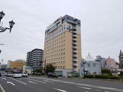 幣舞橋から振り返ると、本日泊まるホテル。ラビスタ釧路川。