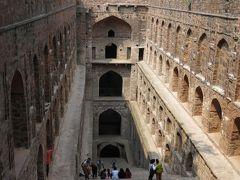 階段式井戸アグラーセン・キ・バオリというところです。都市と伝統の融合が面白いです。