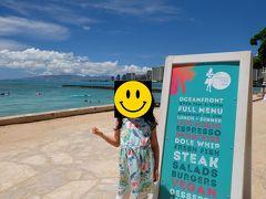 昼食は、予め決めていたベアフットビーチカフェへ。落ち着いたエリアでワイキキビーチが一望できるものの、日差しが強くとにかく暑い。