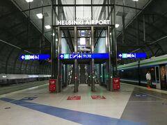 11:30  ヘルシンキヴァンター空港に到着。 鉄道でヘルシンキ中央駅に向かいます。  駅のホームの券売機で3日乗車券を購入。 大人1人A~C3区間の電車・バス・トラムが乗り放題で24ユーロでした。 私はベビーカーを押しているので、 電車もバスもトラムも無料でした。 (そのためもあって、ベビーカーを持ってきていました)
