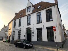 ブルージュでは、駅から徒歩10分のところにあるHotel Goezeputに2泊した。元修道院をリノベしたホテル。古いけれど味のある建物。 https://www.hotelgoezeput.be/en