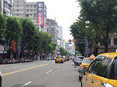 """台南から台湾に到着! 高鐵台南駅(10:38AM)から高鐵台湾駅(12:33PM)に移動して、、 考えた末、、ここでも""""TIME IS MONEY !"""" 高鐵台湾駅からTAXIで中山の宿泊ホテルまで、、  ホテルのお部屋はまだ準備できていなかったので、荷物だけ預かってもらって、、 小腹を満たす為に出発~♪"""