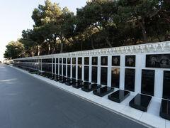途中からたくさんの墓碑が置かれています.