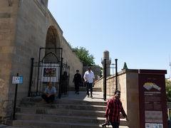 こちらがシルヴァンシャフ宮殿の入口.