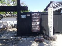 個別の史跡より、宿場の全体的な景観に惹かれるので、 今回は藤村記念館はパス。  島崎藤村は明治から昭和に活躍した文豪・詩人で、 ここ馬籠宿が生地です。