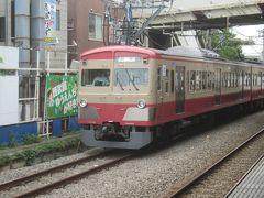 拝島行の電車を待っているとやって来たのは昔懐かしい西武色の復刻塗装の回送電車でした 「西武 1259」で調べてみると、かつては多摩川線で白い塗装の電車だったようです