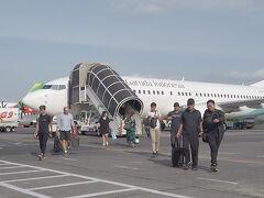 あっというまにジョグジャカルタのアジスチプト国際空港に到着。この旅が初の海外旅行&飛行機だった姪っ子もだいぶ慣れたようで「飛行機楽しいー」と喜んでいました。