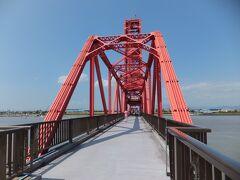 日本三大暴れ川 筑紫次郎こと筑後川を渡る立派な鉄橋があります。 旧筑後川橋梁(筑後川昇開橋)です。  かつては鉄道が走っていましたが、現在は遊歩道になっていて自由に歩くことができます。