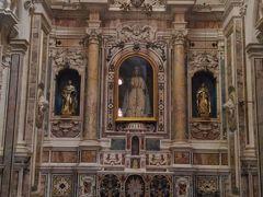 サン・ドメニコ・マッジョーレ教会 一階は何もないですが、二階にあがると豪華絢爛豪華の世界が広がります。