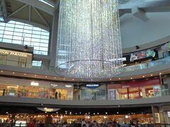 いったんホテルに戻ってから、マリーナベイサンズのショッピングセンターへ。