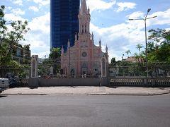食後、目の前の大聖堂をパシャリ チェックインの為、ホテルに戻ります