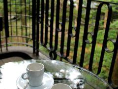 おはよう!!! 緑いっぱいに包まれて、テラスで感じる軽井沢の夏。 目覚めのコーヒーが飲みたいわ~♪