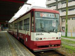 2019.08.30 宮島口 宮島に渡るだろうか、いや渡らない。京急電車塗装の「ぐりーんらいなー」に乗ろう。