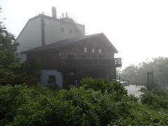 この建物は大雪山層雲峡黒岳ロープウェイの黒岳駅です。ここでネイチャーガイドと待合せ、黒岳雲海花畑ツアーに出発しました。