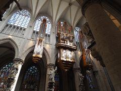 ミサで演奏されるパイプオルガンの音色は美しかったです。