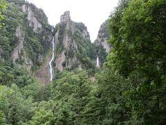 左側の滝が「銀河の滝」、右側の滝が「流星の滝」です。双瀑台からは両方の滝が眺められます。