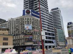 台北駅ついたー!  ホテルに行って荷物置いていきたいので ホテル向かいます  とりあえず出口がわからないけど 出てきちゃった    地上上陸! チャイナ感あるわ~