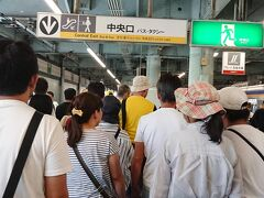 急行で30分ほどで岸和田駅に到着。岸和田駅でたくさんの人が下車。