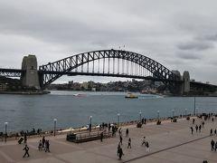 カメラでシドニーハーバーブリッジとオペラハウスを同時に撮ることは難しいです。