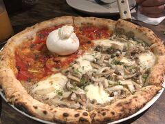日本人夫婦が脱サラし、ベトナムに移住した上で作っているピザ屋さんPizza 4P's。ここはともかくブラータがオススメ。チーズは農場さえもベトナムで買い、そこで育てて作っているとか。新鮮なブラータのピザはもちろん、サラダとかも美味しくてオススメ!  詳細はこちらから http://blog.livedoor.jp/aiko97/archives/52548947.html