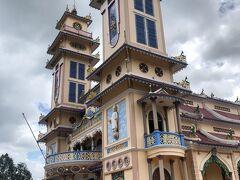 ベトナム、第3の宗教、カオダイ教は全ての宗教を受け入れる新教。その総本山のタイニンにも突撃。そもそもカオダイ教とは?誰を敬うの???  http://blog.livedoor.jp/aiko97/archives/52548980.html