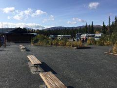 アラスカ鉄道のデナリ国立公園駅。 ウィルダネス アクセス センター Wilderness Access Center はビジターセンターと同じ場所にあります。