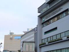 埼玉県立小児医療センター、ホテルブリランテ武蔵野、ラフレさいたまの並び。 ホテルブリランテ武蔵野は2002年4月開業。客室は7階から9階に全65室。