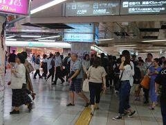 梅田駅に着きました。夕方の構内は大混雑 (@_@) 消費税増税前のお買い物??