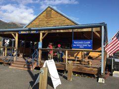 アラスカ鉄道の デナリ国立公園駅です。 売店です。