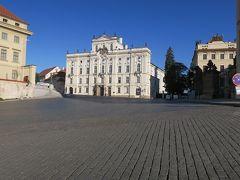フラッチャニ広場  階段を上るとこんなに大きな広場が目の前に現れました!