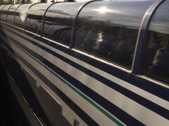 アンカレッジからのアラスカ鉄道とすれ違います。 デナリ国立公園駅から2時間半です。
