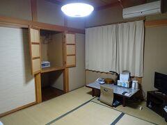 小出駅の近くの本日の宿「須田屋旅館」。1泊4500円。風呂・トイレ共同。wifiあり。