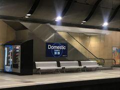 この後地下に移動します。 OPUSカードに40ドル分チャージしてもらって市内へ移動します。 今日はDomestic駅から Central駅へ移動します。