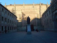 サラマンカの象徴、サラマンカ大学の正面入り口は貝の家からすぐでした。1218年創立のスペイン最古の大学で、ボローニャ、パリ、オックスフォードと並ぶヨーロッパ有数の歴史を誇ります。