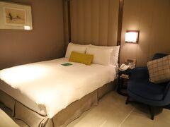 老爺大酒店 ホテル ロイヤル ニッコー タイペイ  ホテルで預かってもらったスーツケースはお部屋に運ばれていました、、 流石、日系ホテル♪  今回はkuritchiひとりなので、スタンダードのお部屋を予約、、 気配りとロケーションが気に入っているので、台北での定宿、、
