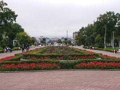 ユジノサハリンスク(日本時代は豊原)  ユジノサハリンスク駅(豊原駅)の駅前に広がる公園