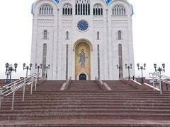 正教会の中に入ってみました。 日曜日のため日曜礼拝が行われてました。 ユジノサハリンスク市民の方々でいっぱいでした。 天井を始め内部の装飾は実に芸術的で素晴らしいものでした。