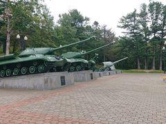 樺太神社の跡地  んん~笑 何というかソ連式戦車が置かれてる笑  どう考えても意図的としか思えないなぁ~