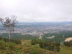 山の空気展望台 旭ヶ丘の山頂に到着しました!   ユジノサハリンスク(日本時代は豊原)市内の景色を一望の下に収めることが出来ます。